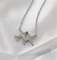 Repülős nyaklánc, ezüst színű